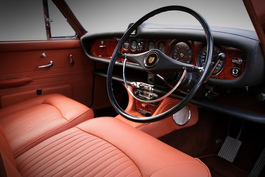 Jaguar 420 19