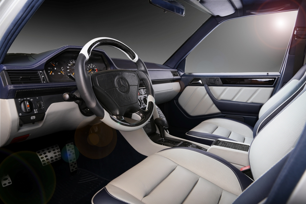 Mercedes E500 W124 - custom interior by Carbon Motors image 03
